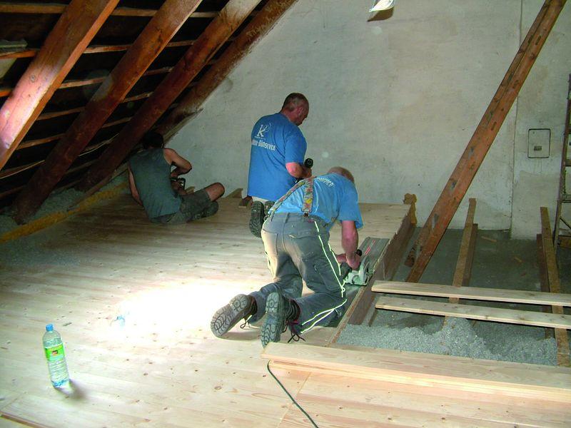 Auch wenn die Dämmung im Vordergrund stand: Der Dachboden hat durch die neuen Dielen auch optisch gewonnen.